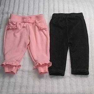 3/$15 Bundle of 2 pants size 0-3months.